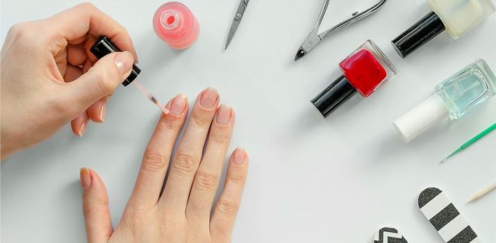 Jak skompletować domowy zestaw do manicure?
